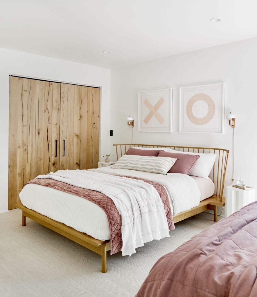 romantic-bedroom-ideas-art-1580856795